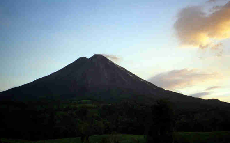 Volcan Arenal (night)
